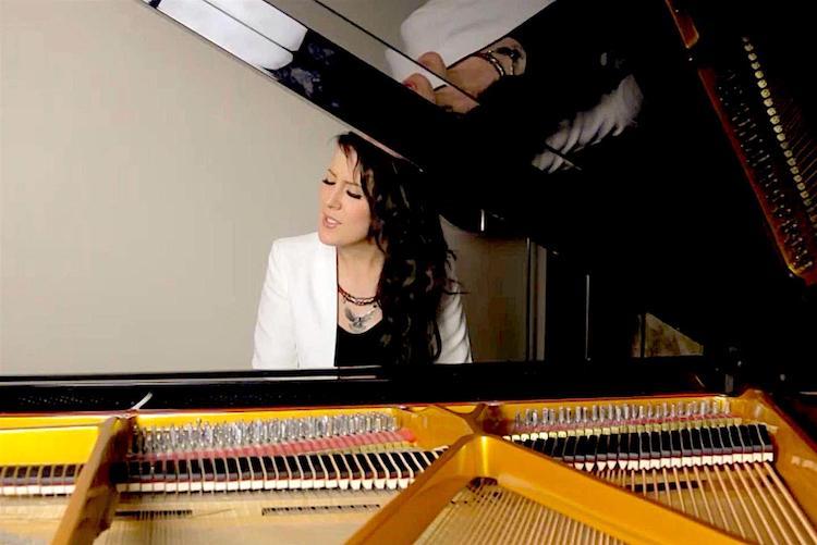 Pianist Singer for hire | Chester | Birmingham | Elastic Lounge