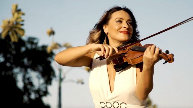 International Violinist for Hire | Corporate Event Violinist | Elastic Lounge