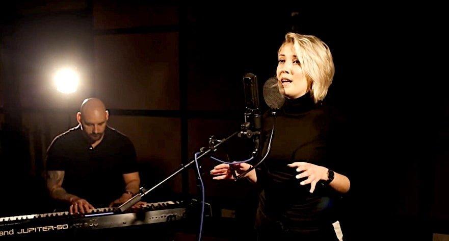 Female Singer for Hire   Corporate Event Singer   Elastic Lounge