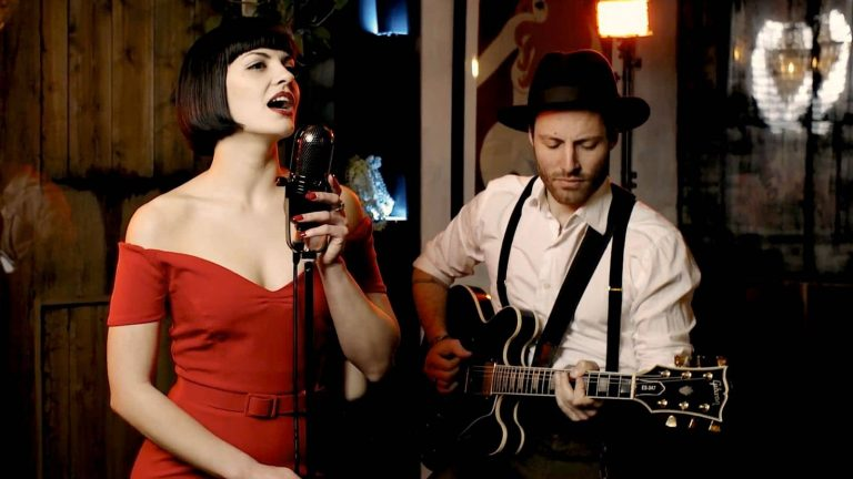 Roxies Retro JukeBox | Vintage Themed Jazz Duo | Elastic Lounge