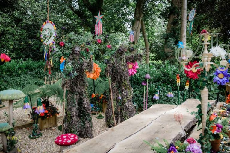 Circus Acts & Performers for Hire - STILT TREES 01-min